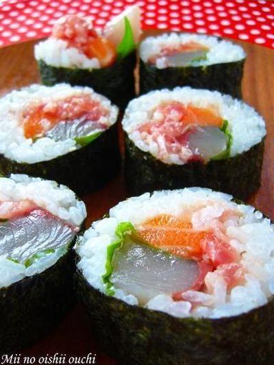 彩り海鮮巻き寿司♪ 恵方巻きの練習中っす!