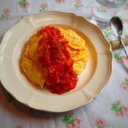 トマトソースのチーズインオムライス