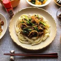 『ハウス七味唐がらし』でピリ辛がウマい!牛肉と小松菜のせうどん♪