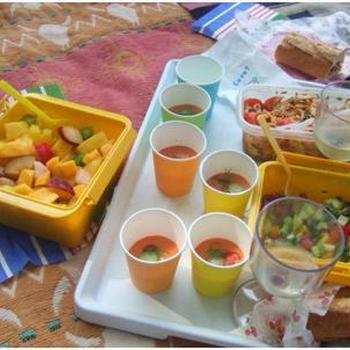 公園で朝食ピクニック