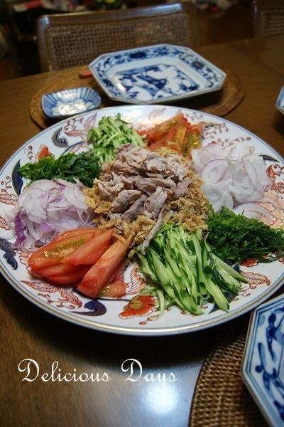 お野菜たっぷり香味野菜と豚こまのごまポンサラダ