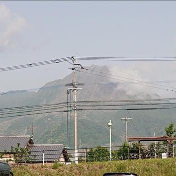 火山噴火、家が埋まる、釣り車中泊