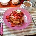 """ストロベリーパンケーキ ★ 美味しい""""Roasted Strawberry""""のせ by mayumiたんさん"""