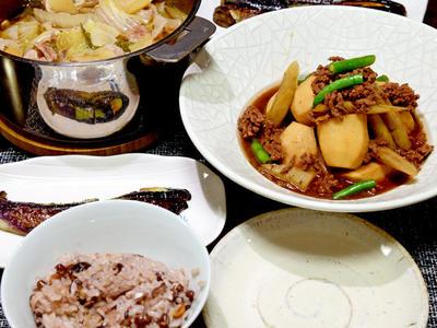 >白菜と豚肉のこくまろ鍋、里芋とごぼうの煮ものなど by JUNA(神田智美)さん