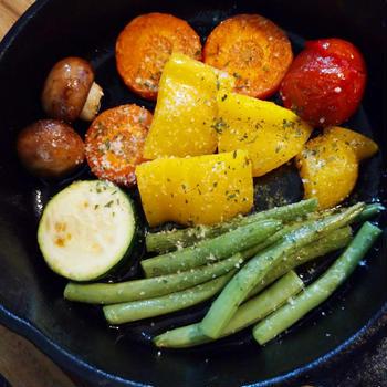 スキレットで野菜のオイル焼き