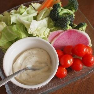家飲みはヘルシーに!「豆腐ディップ」で野菜が進む♪