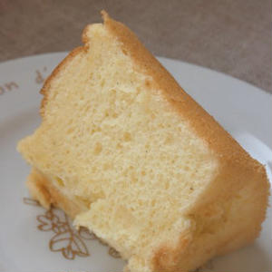 甘さ控えめバニラシフォンケーキ