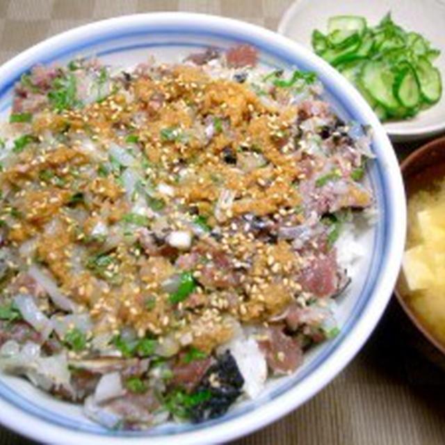 アジいか鰹のたたき丼【アジ+いか+鰹=???】