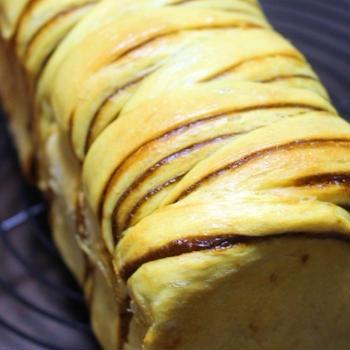 【おうちパンレシピ】プッチンプリンdeプリンパン ~ カラメルシートで折り込みパン。