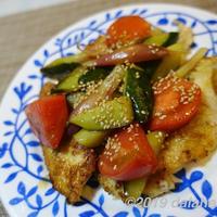 【レシピ】カンタン酢でつくる「鶏むね肉と夏野菜の酢炒め」