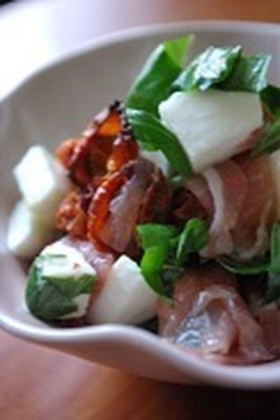 モッツァレラとドライトマトと生ハムのサラダ、作りました。