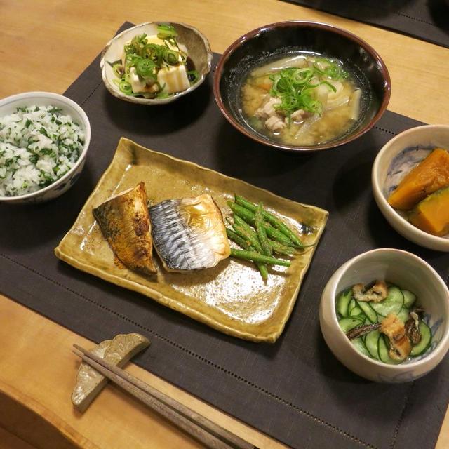 黄瀬戸の角皿で鯖の塩焼きと豚汁で和な晩ご飯 と 原種の水仙の花♪