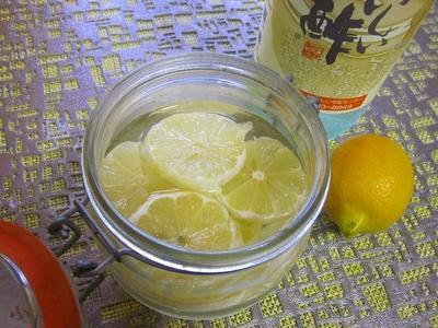 漬け込み楽しんでいます⇒ル パルフェの瓶に お酢+レモン⇒美味しい?