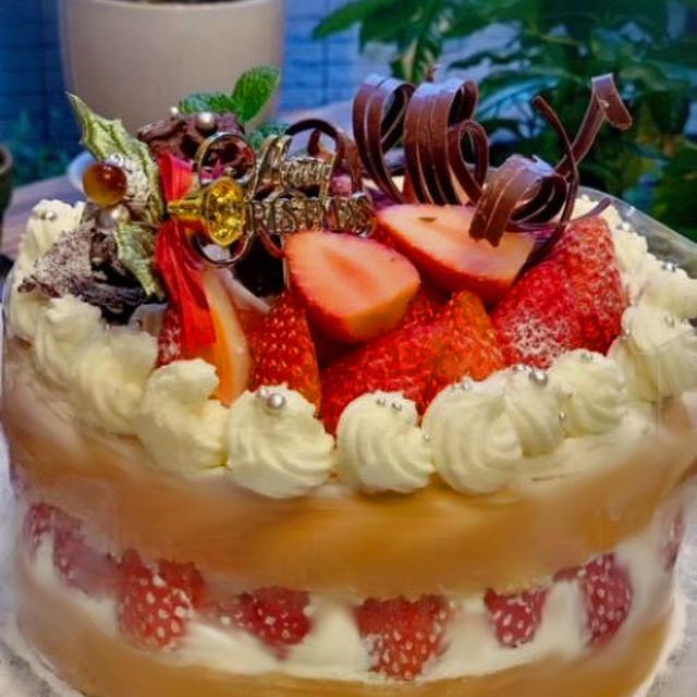苺たっぷりのちょっと贅沢なノンオイルスポンジ台でデコレーションケーキを作りました・・・