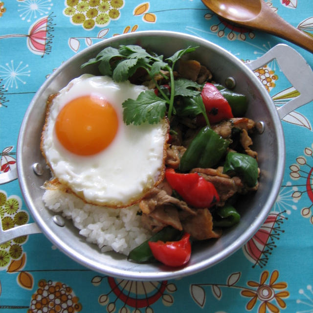 タイ風バジル炒めのっけご飯