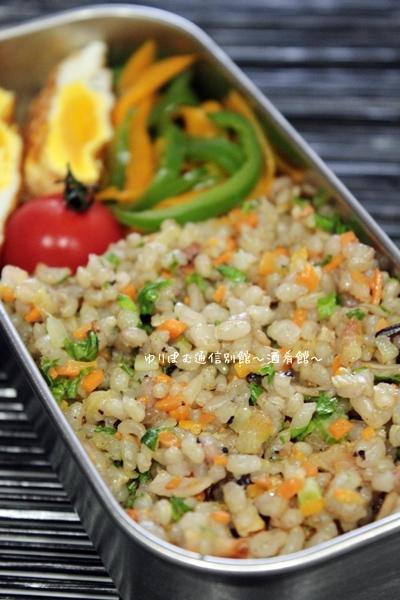 セロリとクミン香る雑穀玄米炒飯のお弁当。