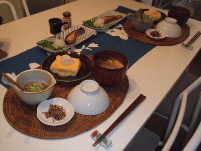 焼き鮭とか納豆とかでお昼ごはん