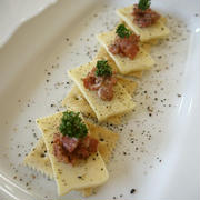 【簡単おつまみ】カルボナーラ風♡カリカリベーコンとチーズのクラッカー♪