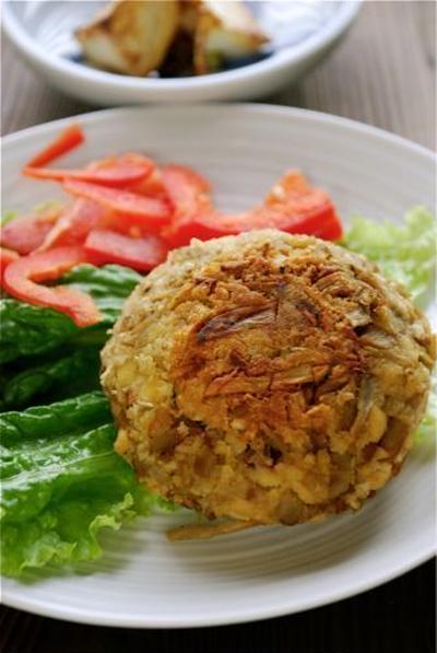 大豆とごぼうのハンバーグ