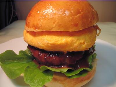 オムレツ&デミ煮込みハンバーガー