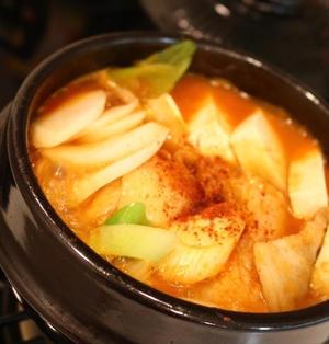 ★豚肉と餅入りのキムチチゲ(돼지고기・김치찌개)。