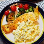 サーモンのソテータイム風味 ゆで卵とイタリアンパセリのタルタルソース