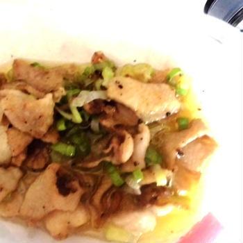 鶏皮と大祖プラックペパーの炒め物