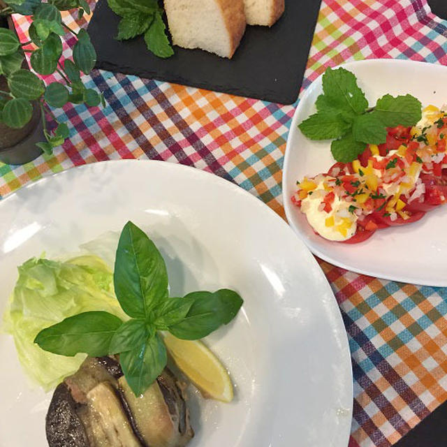 電子レンジ・オーブンで手軽に白みそ仕立てのムサカ風・トマトのカラフルサラダ ♪♪