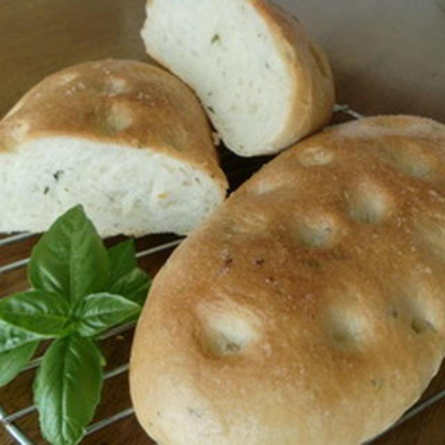 バジルのパンとシナモンロール食パン