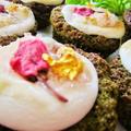 [生クリームがなくても可愛くデコ]桜マシュマロ抹茶のカップケーキ♡お花見や春休みプレゼントにも♪/HMで簡単お菓子 by satorisuさん