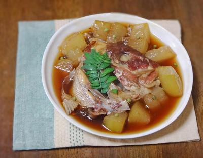 山椒の香り際立つ、冬瓜と鯛のかぶと煮