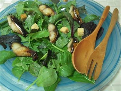 ベビーリーフとサバみりん干しのサラダ