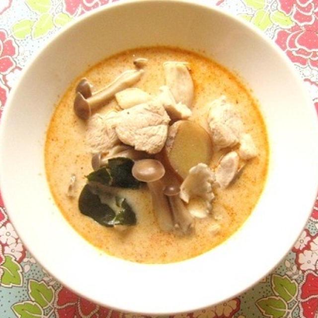 鶏肉のココナッツスープ(トム・カー・ガイ)