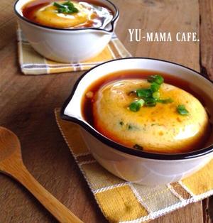 ふわふわ♡レンジ豆腐卵蒸しの甘酢あんかけ〜炒め玉ねぎとクルミのパン〜