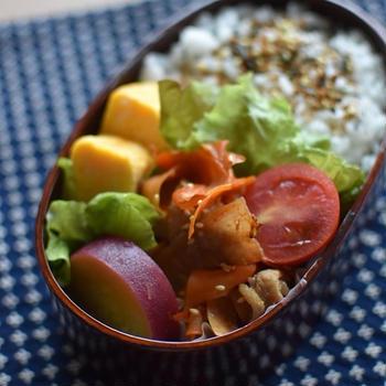 私のお弁当「豚バラとピーラー人参の甘辛炒め弁」