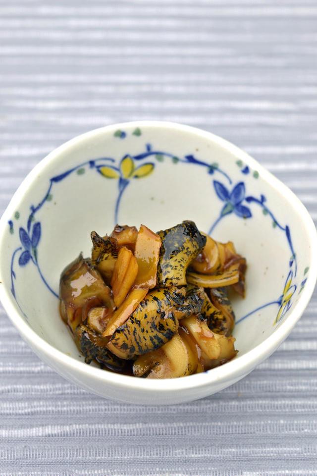 和食器に入ったつぶ貝の甘辛煮