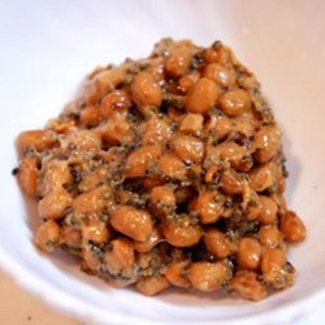 実録、アラフォー独女の独り飯、畑のキャビアとんぶりと納豆の味噌和えで手酌酒