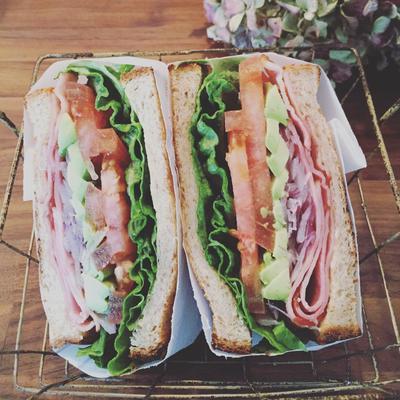 BLTアボカドサンドイッチ