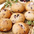 ブルーベリーと少量の牛乳だけで捏ねた生地で♪『ブルーベリー×チーズのパン』、黄金色の景色&広いお庭のパブランチ♪ by Yoshikoさん