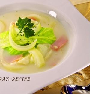 レンジで超簡単♪春キャベツと新玉ねぎの食べるミルクスープ