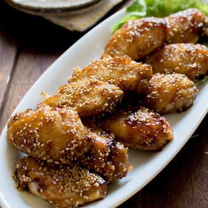 鶏むね肉や手羽でカラッと!揚げずに作る「唐揚げ」バリエ5選