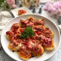 カリッともちもちでおいしい~チーズとトマトの揚げピッツァ