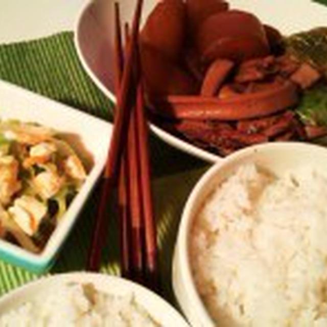 晩ごはん:イカと大根の煮物とキャベツの半熟卵和え。