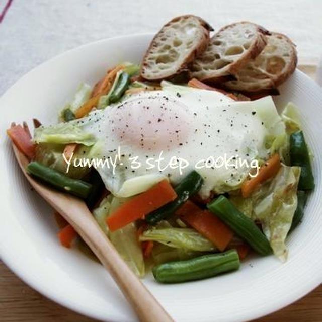 朝ごはんにどうぞ♪フライパンひとつでたっぷり野菜と卵料理!野菜と卵のオリーブオイル蒸し