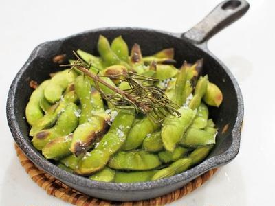 いまどき流行の「焼枝豆」と夏野菜のアクアッパッツァ