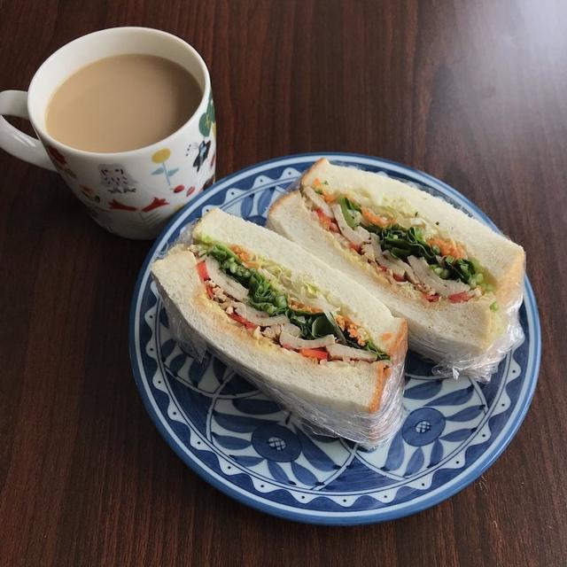 【超簡単】茹で鷄のタイ風サンドイッチレシピ【お弁当やダイエットにも】