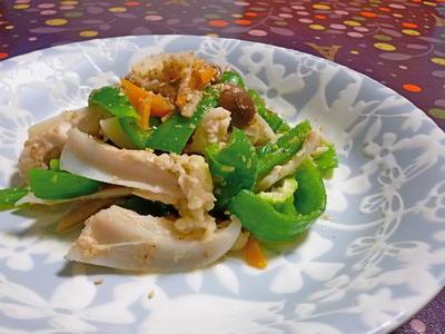 鶏ヤゲンとピーマンの胡麻炒め