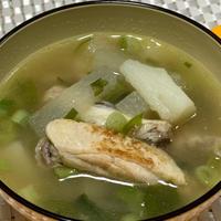 料理のための清酒を使って♪鶏手羽中と大根と長芋の中華スープ