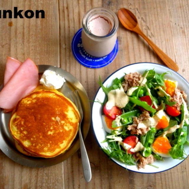 【簡単!!カフェごはん】ツナと半熟卵と水菜とスナップエンドウのサラダ*豆乳おからパンケーキ
