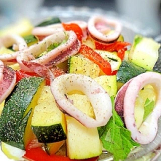 スルメイカとズッキーニのサラダ